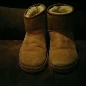 Woman's short Uggs